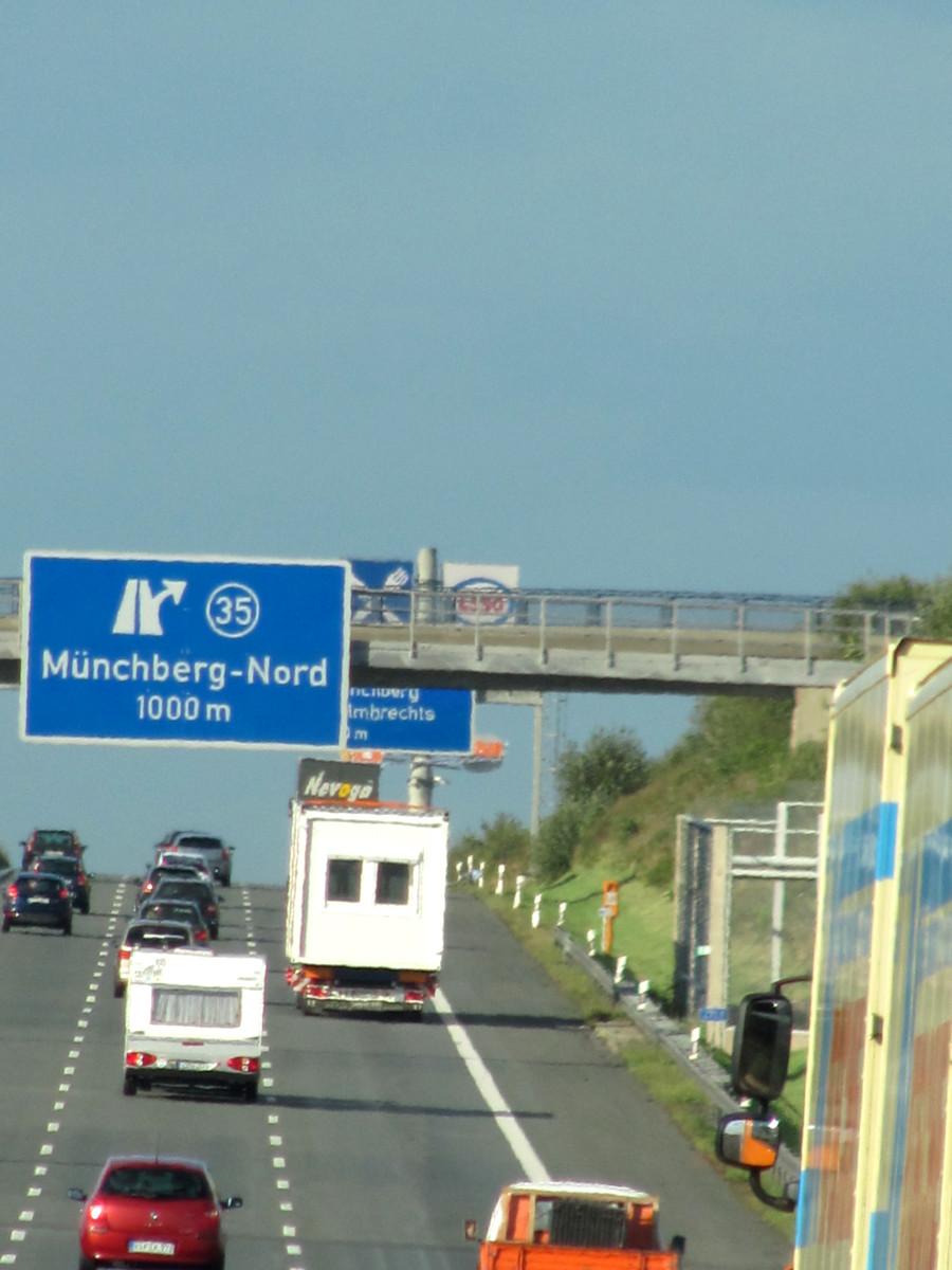 Reisemobil auf der Autobahn