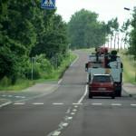 Dieser Autofahrer überholt den LKW falsch.