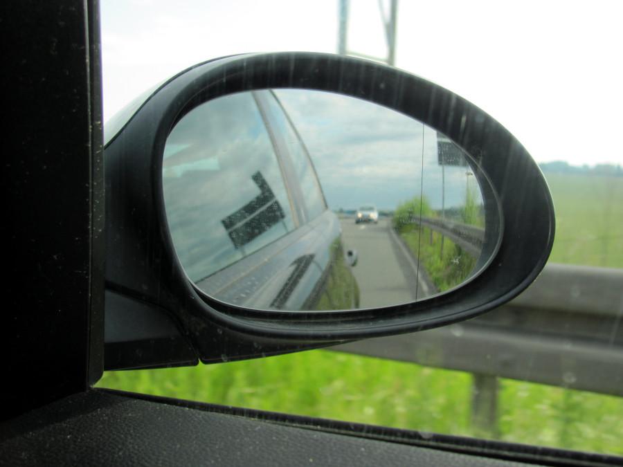 rechten Außenspiegel nutzen