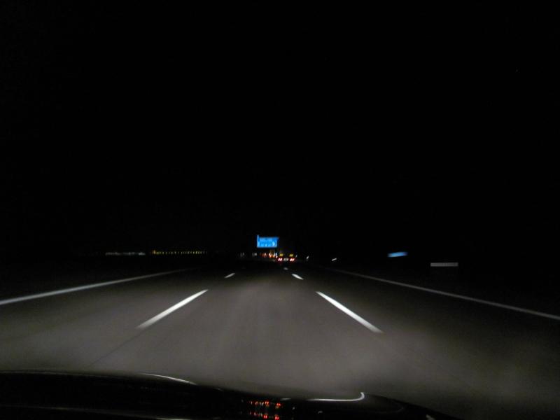 Nachtfahrt auf der Autobahn