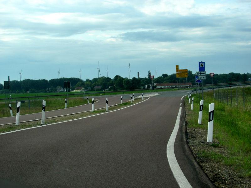 Leitpfosten machen das Fahren sicherer