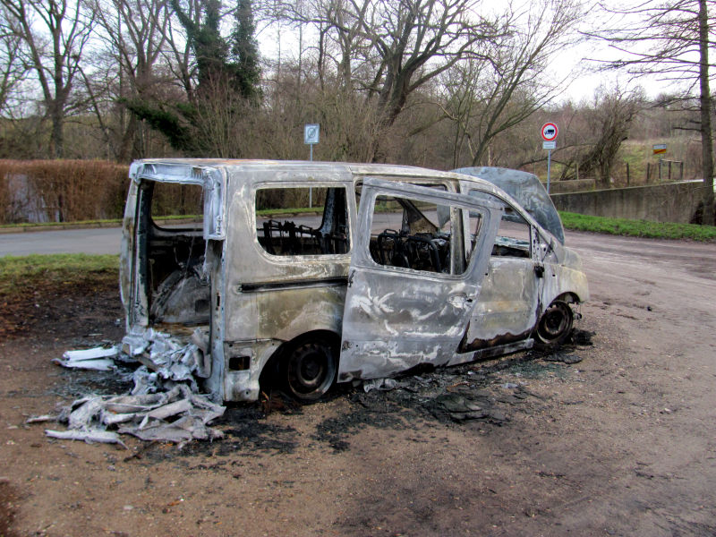 Das Auto brennt, was tun? › Meine Auto Tipps